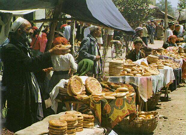 Naan vendor in bazaar